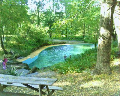 una de las 4 piscinas naturales en camping los manantiales salto del laja.